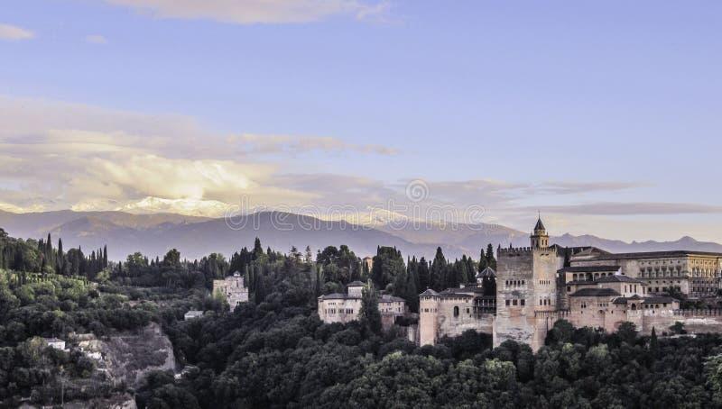 Medeltida fästning Alhambra, Granada, Andalusia, Spai arkivbilder