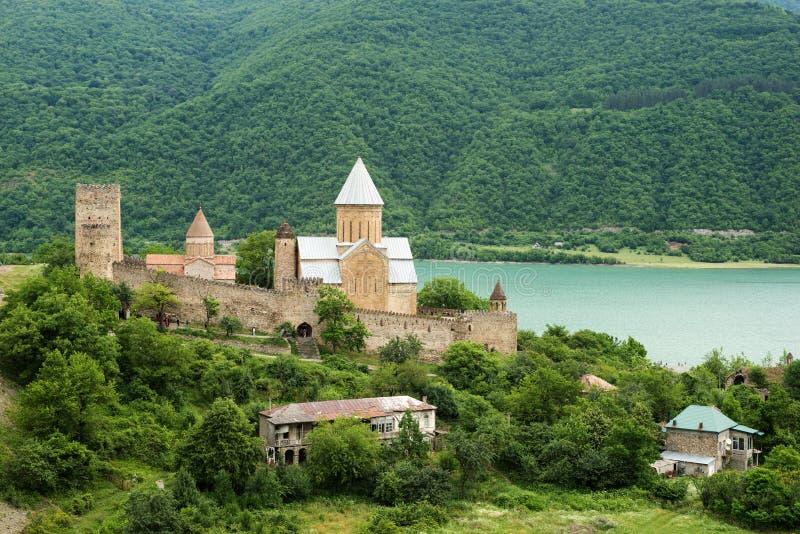 Medeltida fästning Ananuri royaltyfri bild