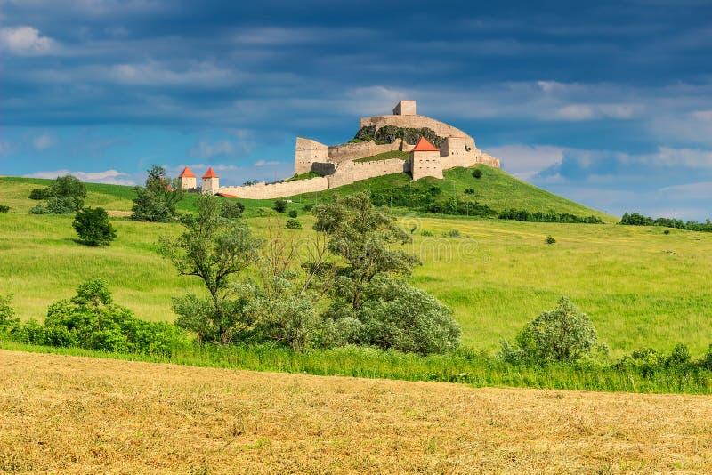 Medeltida fästning i Rupea, Brasov, Transylvania, Rumänien arkivfoton