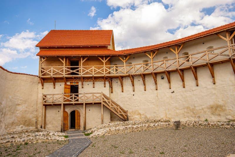 Medeltida fästning i staden av Feldioara arkivfoton