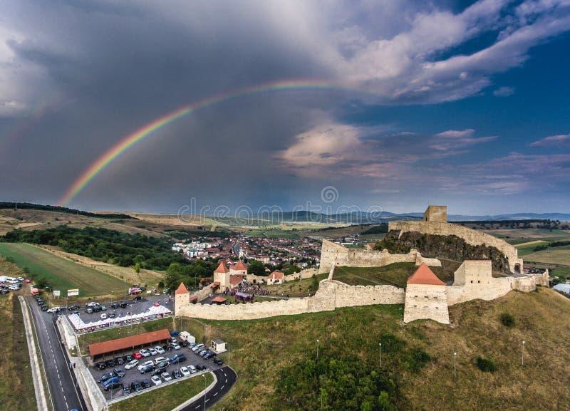 Medeltida fästning Rupea i hjärtan av Transylvania, Rumänien royaltyfria bilder