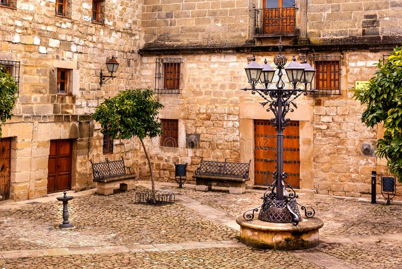 Medeltida fyrkantiga Juan de Valencia i Ubeda, Jaen, Spanien royaltyfri foto