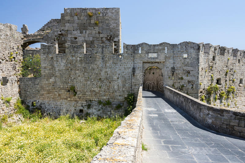 Medeltida gator av den gamla staden på ön av Rhodes, Grekland arkivbilder