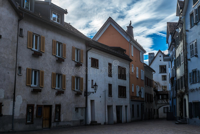 Medeltida gator i Chur i Schweiz - 1 royaltyfri foto