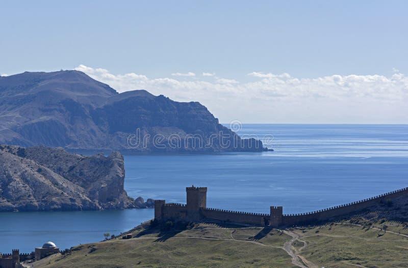 Medeltida Genoese fästning på bakgrunden av havet fotografering för bildbyråer