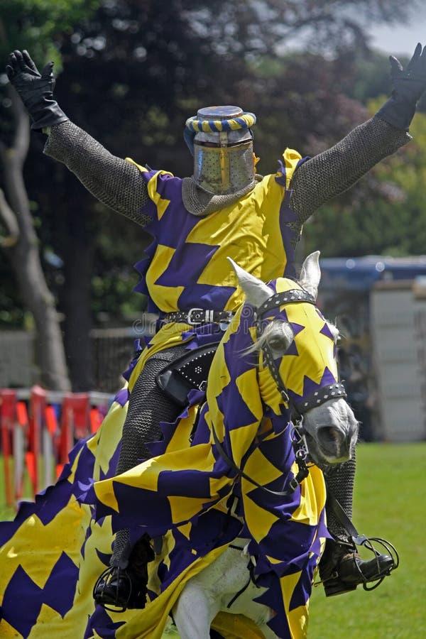 medeltida hästryggriddare royaltyfri bild