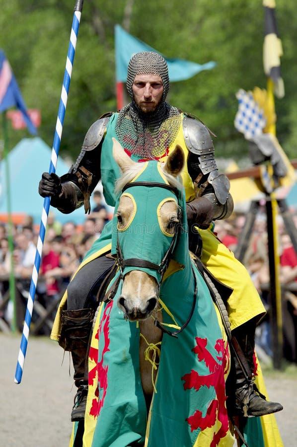 medeltida hästryggriddare arkivfoto