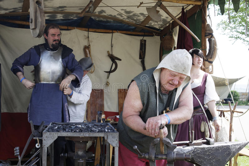 medeltida hovslagare royaltyfri foto
