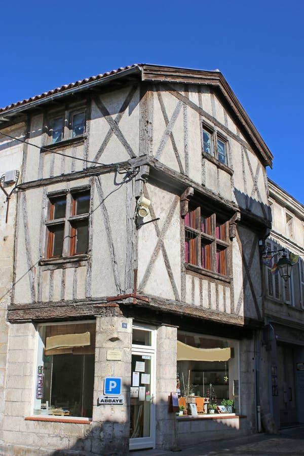 Medeltida hus i Helgon-Jean-D ` Angely fotografering för bildbyråer