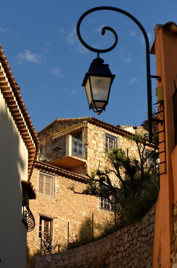Medeltida by i Roquebrune-Lock-svalan, Provence-Alpes-skjul D 'Azur, Frankrike Cote d'Azur av franska Riviera arkivbilder