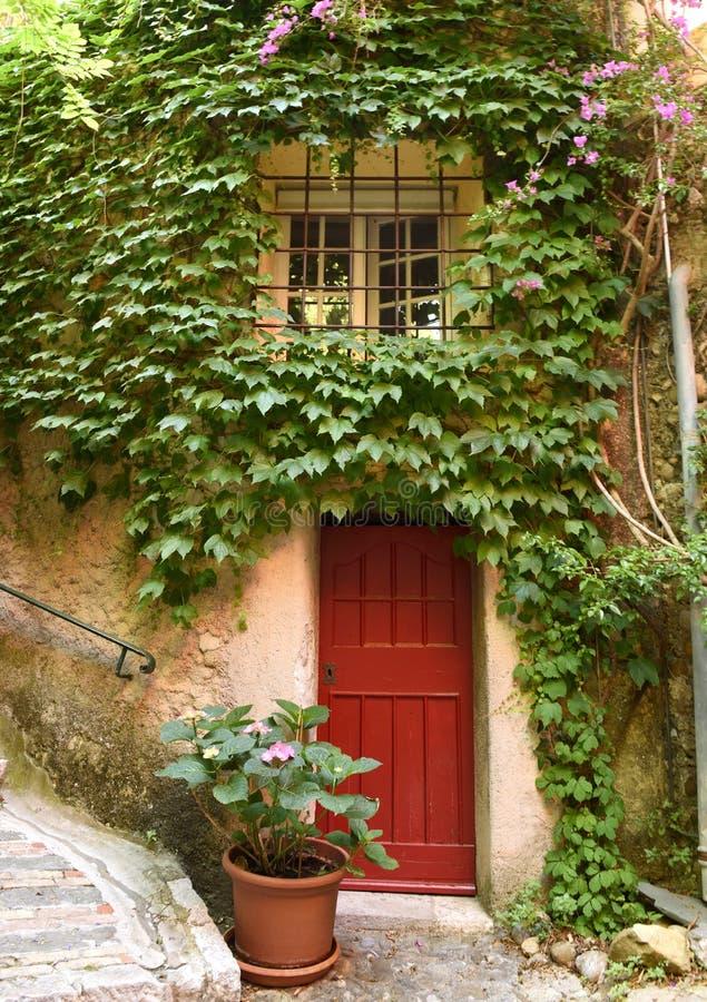 Medeltida by i Roquebrune-Lock-svalan, Provence-Alpes-skjul D 'Azur, Frankrike Cote d'Azur av franska Riviera arkivfoton