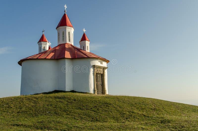 Medeltida katolskt kapell i Transylvania royaltyfri bild