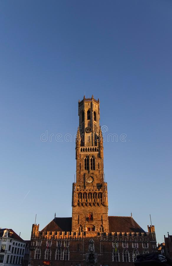 Medeltida klockstapel för klockatorn i Bruges, Belgien royaltyfri bild