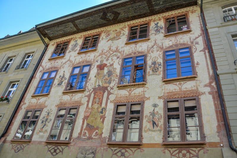Medeltida målning på hus i den gamla staden av Bern royaltyfri foto