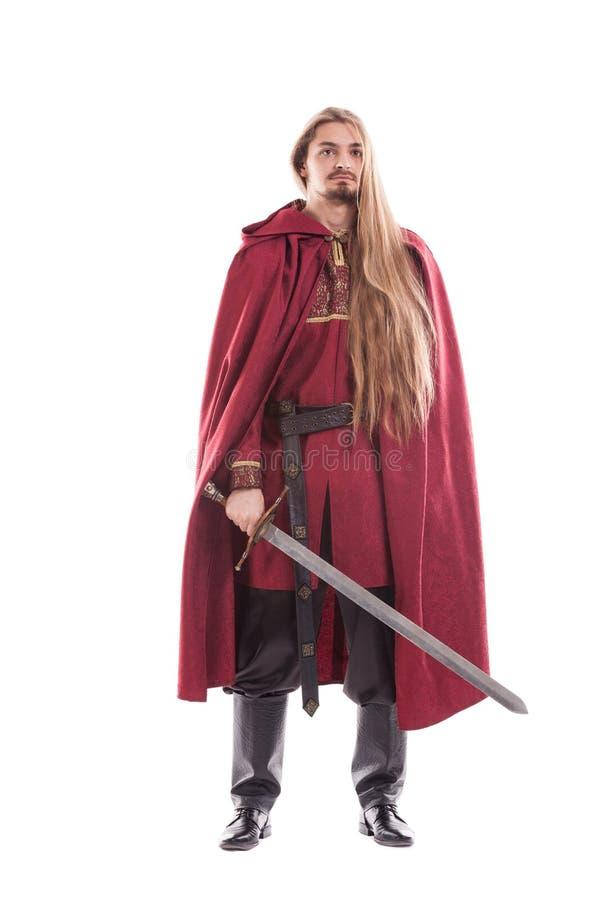 Medeltida manriddare med det långa hår och svärdet arkivfoto
