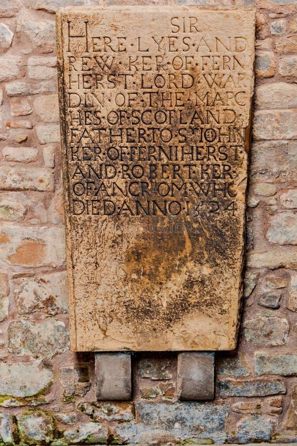 Medeltida minnes- gravsten på den Jedburgh abbotskloster i den skotska Bo arkivbilder