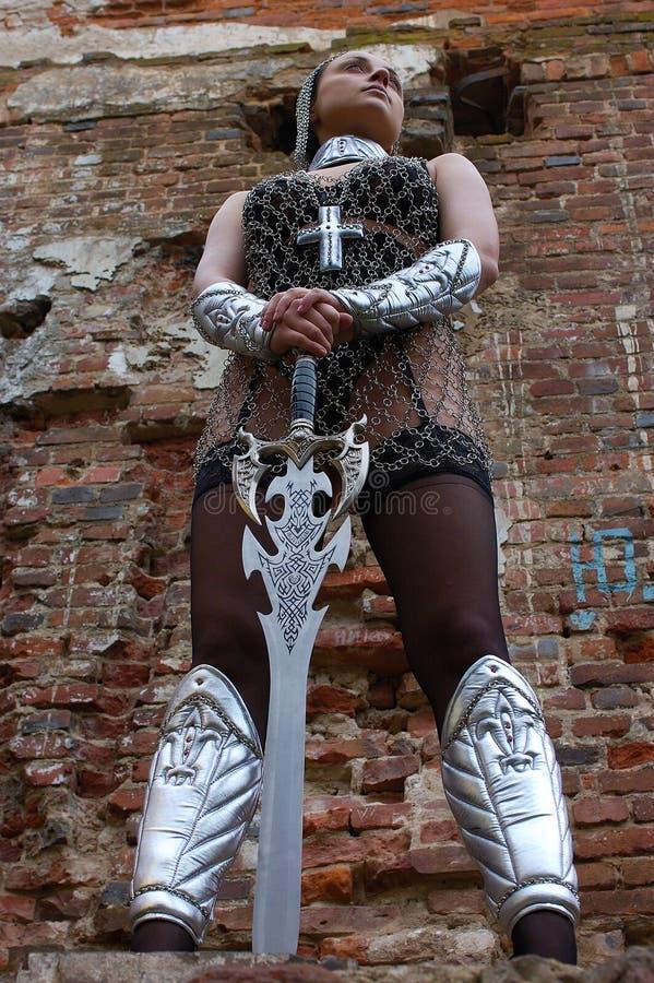 medeltida sexig kvinna för armor arkivfoto