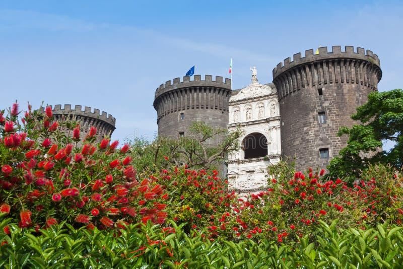 Medeltida slott av Maschio Angioino eller Castel Nuovo i Naples, I royaltyfri fotografi