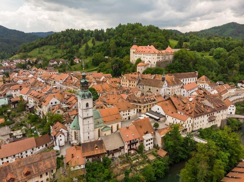 Medeltida slott i gammal stad av Skofja Loka, Slovenien royaltyfria foton