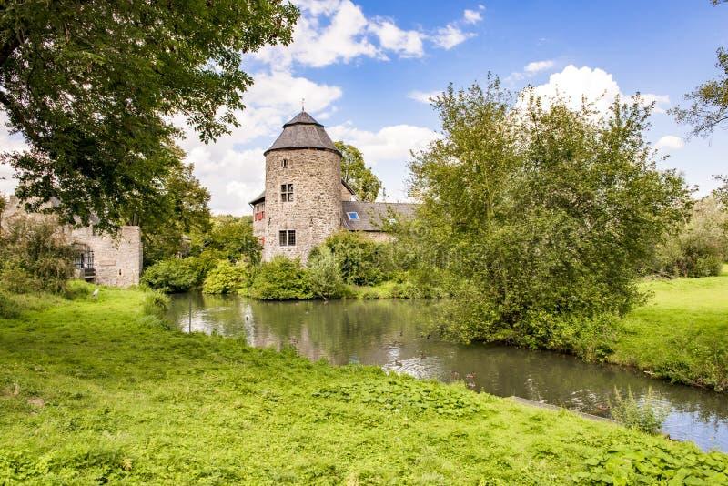 Medeltida slott nära Dusseldorf, Tyskland arkivbilder
