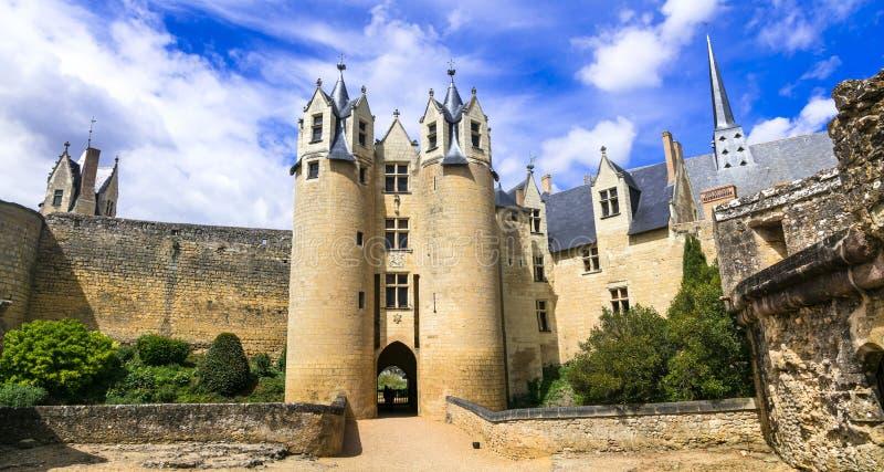 Medeltida slottar av Loire Valley - m?ktiga Montreuil-Bellay Gr?nsm?rken av Frankrike royaltyfria bilder