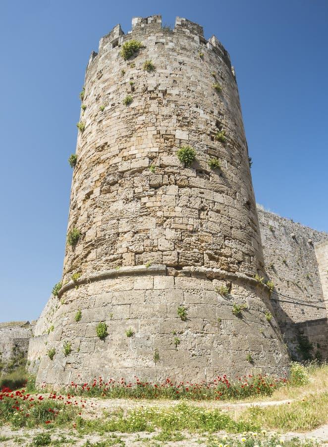 Medeltida slottväggar på Rhodes, Grekland royaltyfria bilder