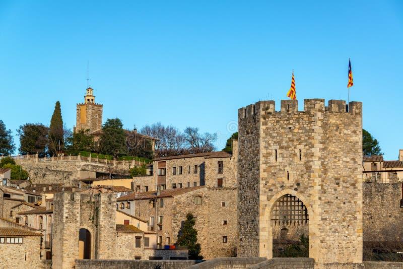 Medeltida stad av Besalu, Spanien arkivbilder