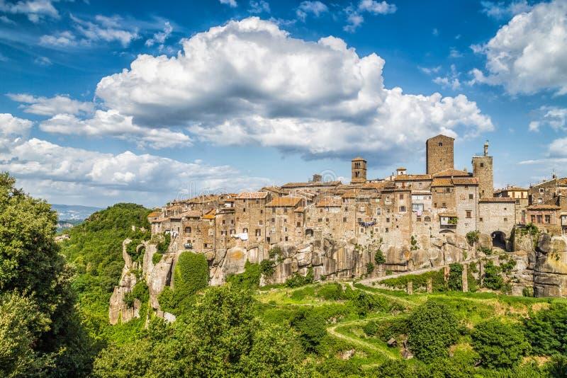 Medeltida stad av Vitorchiano i Lazio, Italien royaltyfria bilder