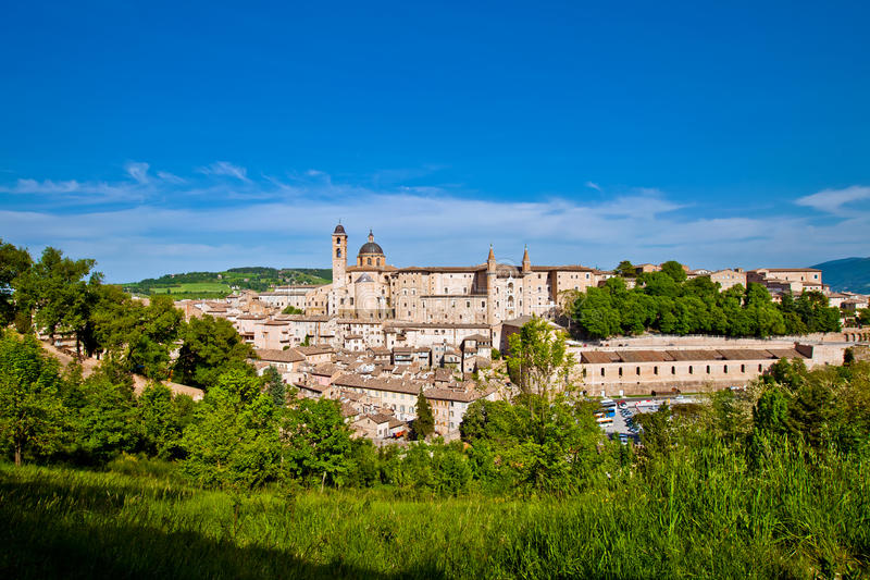 Medeltida stad Urbino i Italien royaltyfria bilder