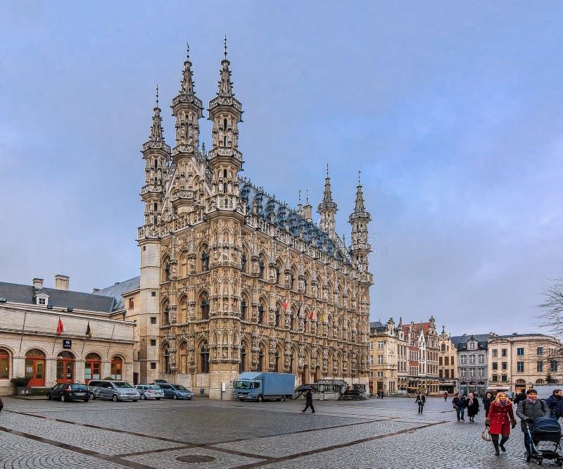 Medeltida stadshus i Leuven Belgien arkivbilder