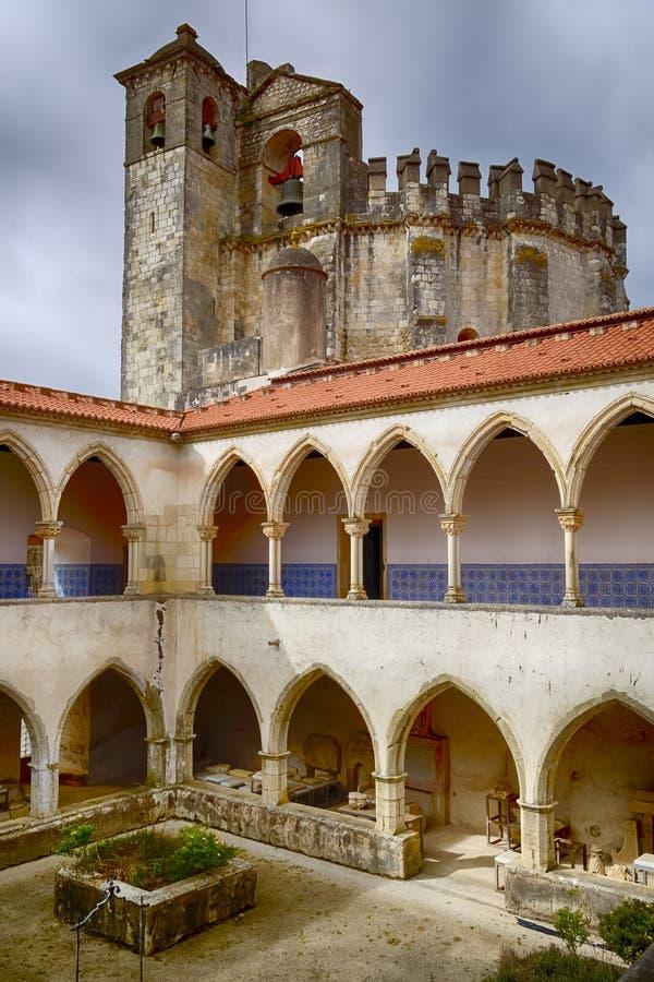 Medeltida Templar slott i Tomar, Portugal royaltyfri fotografi