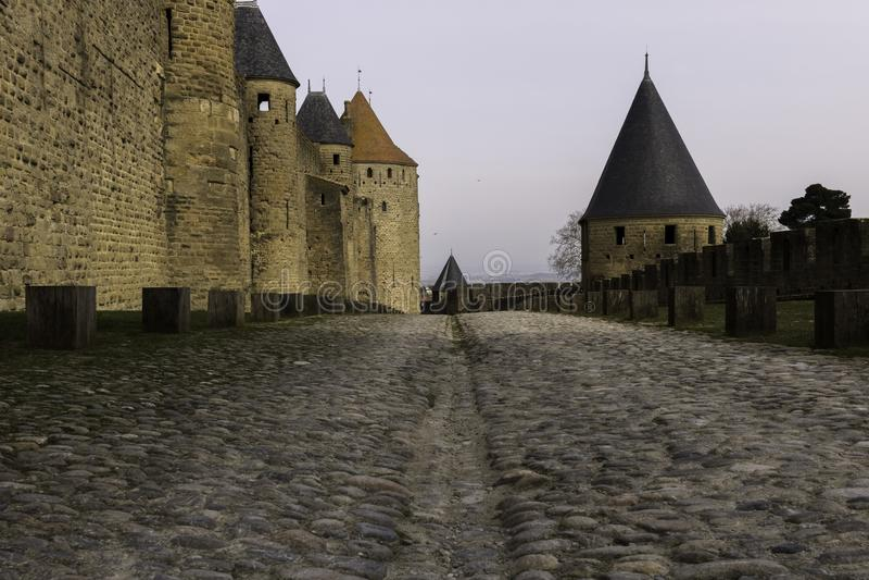 Medeltida torn, Carcassonne, Frankrike, 24th Februari 2018 arkivbilder