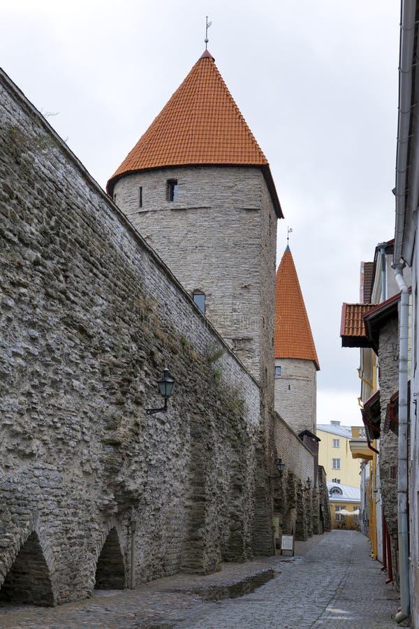 Medeltida torn, del av stadsv?ggen, Tallinn, Estland royaltyfri foto