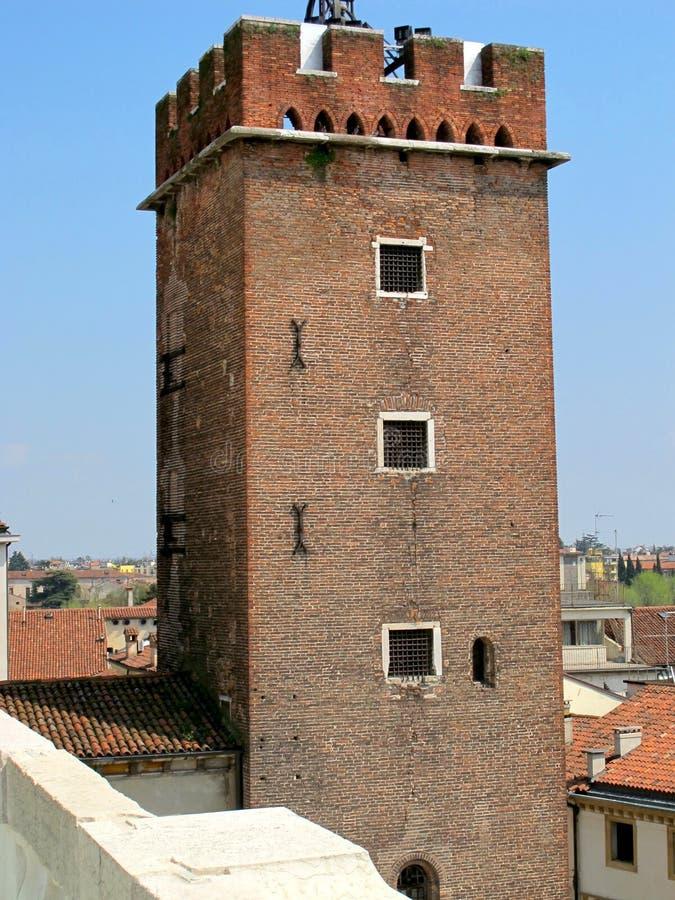 Medeltida torn i Vicenza, Italien arkivbild