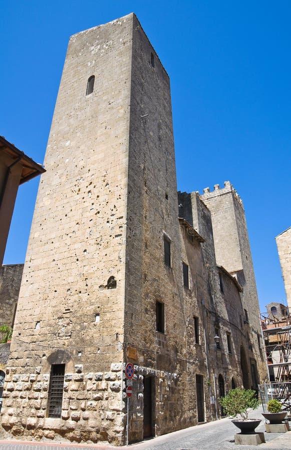 Medeltida torn. Tarquinia. Lazio. Italien. arkivfoton