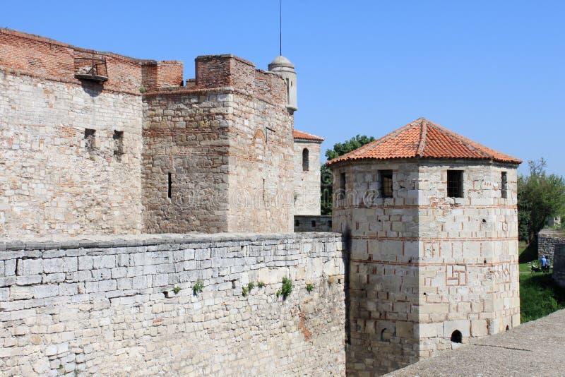 medeltida tornväggar för fästning arkivbild