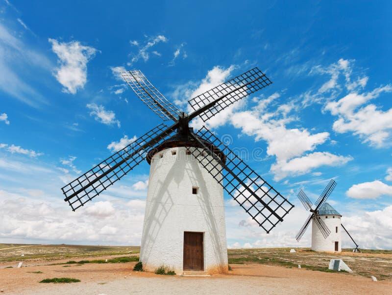 Medeltida väderkvarnar i Campo de Criptana, Castilla La Mancha, Spanien arkivbilder