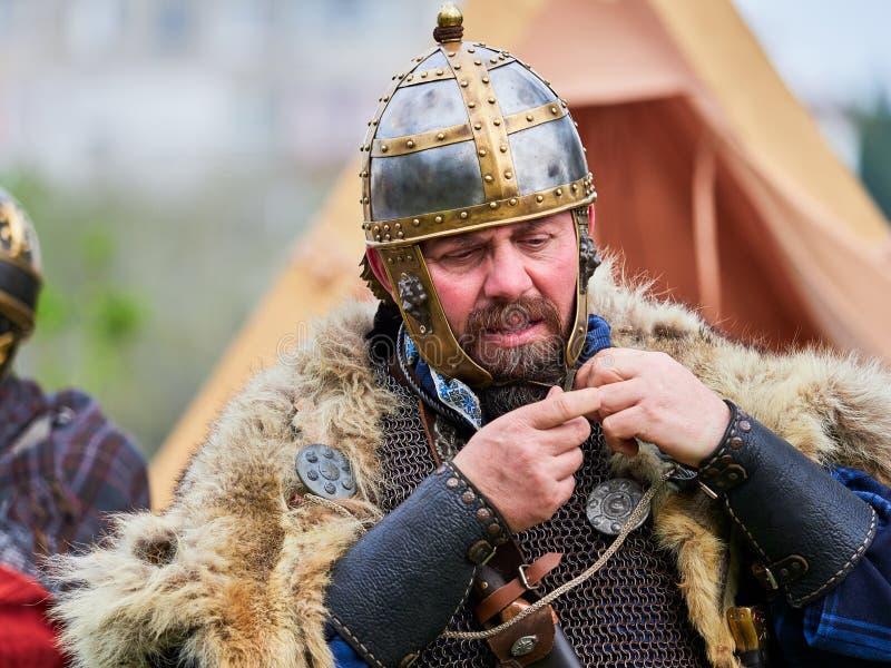 MEDGIDIA, ROUMANIE - 6 MAI 2017 Guerriers de Dacian au festival d'antiquité de Dapyx - Medgidia qui habitudes actuelles, mode de  photographie stock libre de droits