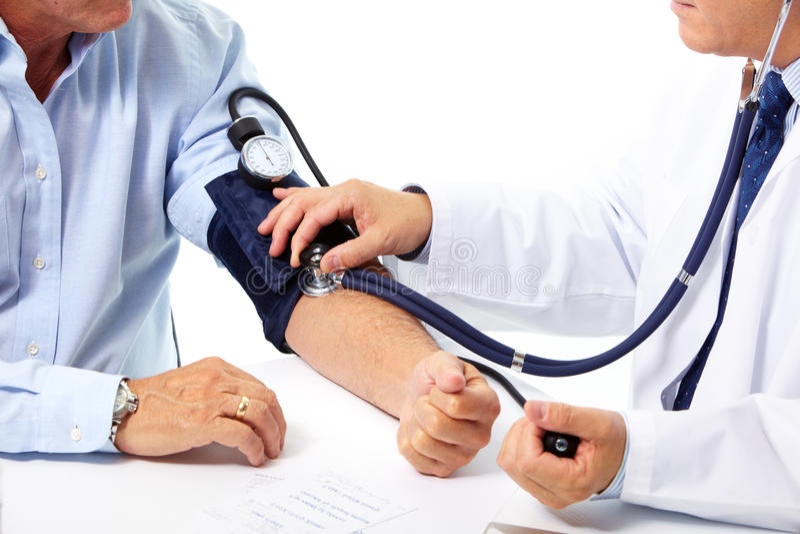 Medição da pressão sanguínea. Doutor e paciente. fotografia de stock royalty free