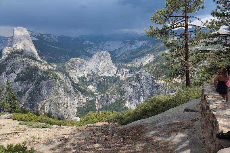 Media bóveda - parque nacional de Yosemite foto de archivo