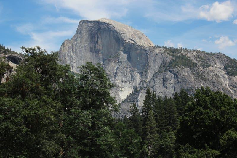 Media bóveda - parque nacional de Yosemite imagenes de archivo