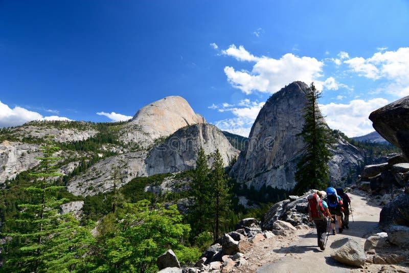 Media bóveda - parque nacional de Yosemite imágenes de archivo libres de regalías