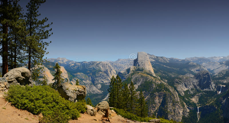 Media bóveda Yosemite foto de archivo libre de regalías
