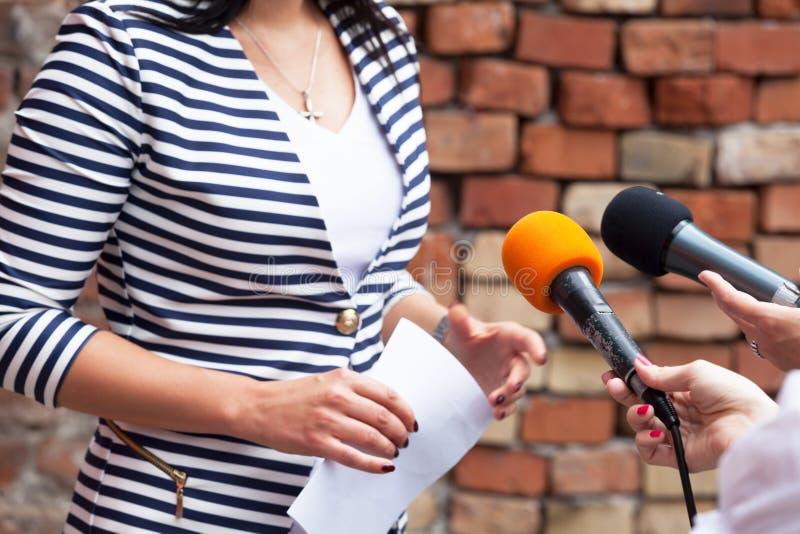 Media gesprek stock afbeeldingen