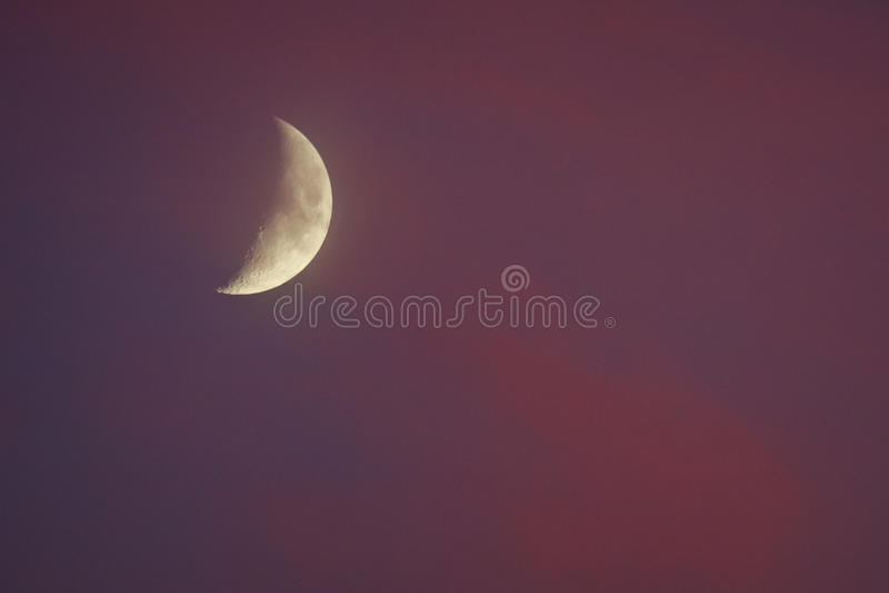 Media luna en la puesta del sol imágenes de archivo libres de regalías