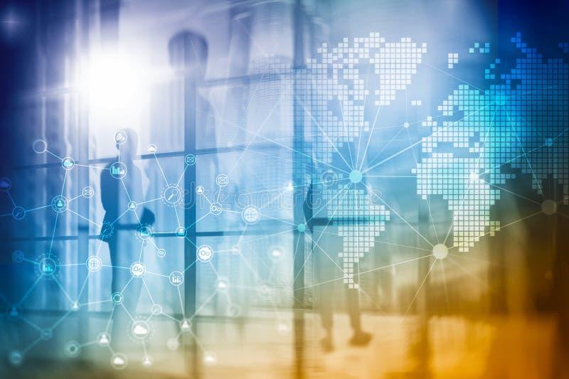 Media misti di doppia esposizione Diagrammi, icone e struttura di relazioni sullo schermo dell'ologramma Gente di affari e città  fotografie stock