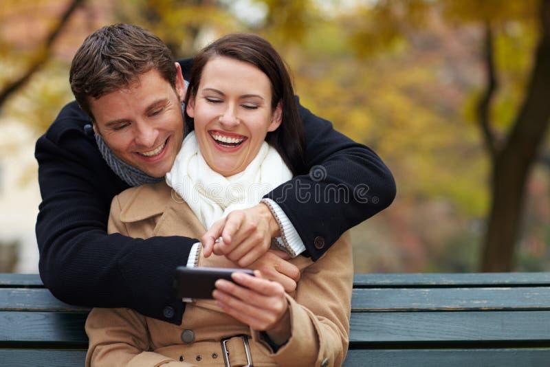 Media sociais com smartphone fotografia de stock
