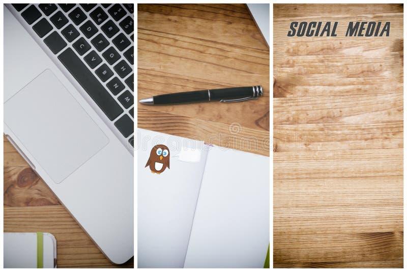Media social, PC sur le bureau en bois image libre de droits
