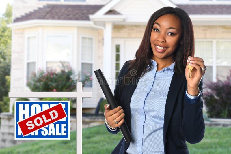 Mediador imobiliário afro-americano foto de stock
