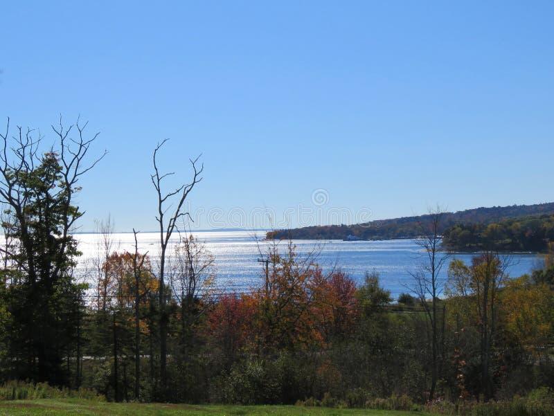 Mediados de opinión de la costa costa de Maine de la bahía imagen de archivo libre de regalías